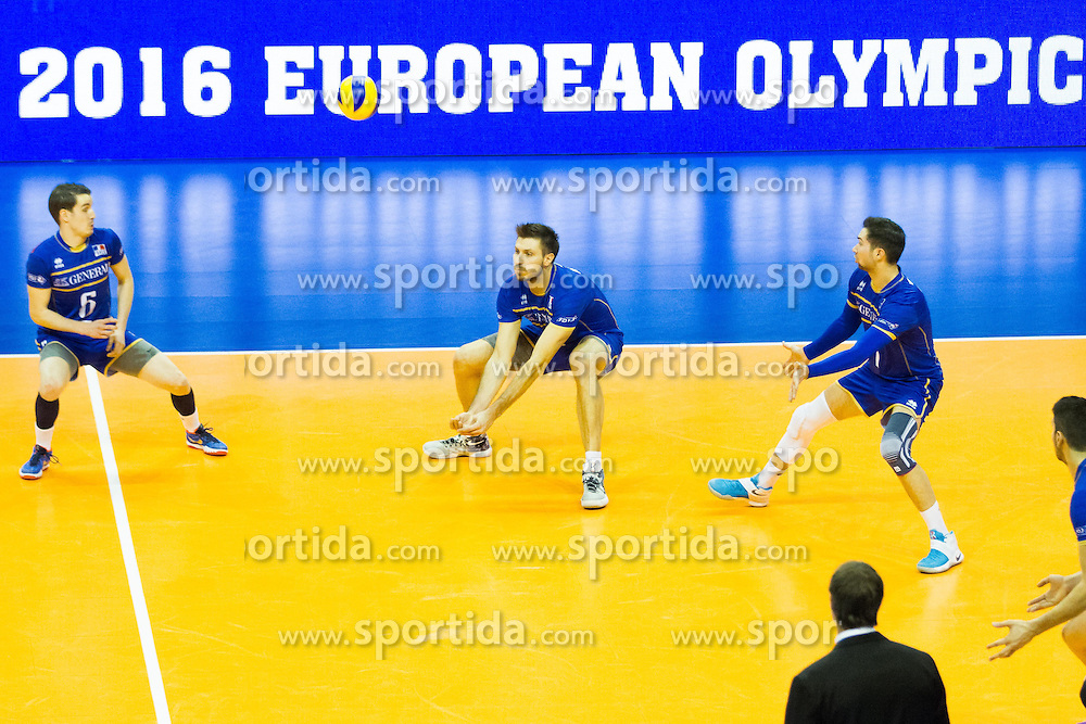 10.01.2016, Max Schmeling Halle, Berlin, GER, CEV Olympia Qualifikation, Frankreich vs Russland, Finale, im Bild BenjaminToniutti (#6, FRA), AntoninRouzier (#4, FRA) and KevinTillie (#7, FRA) // during 2016 CEV Volleyball European Olympic Qualification Final Match between France and Russia at the Max Schmeling Halle in Berlin, Germany on 2016/01/10. EXPA Pictures © 2016, PhotoCredit: EXPA/ Eibner-Pressefoto/ Wuechner<br /> <br /> *****ATTENTION - OUT of GER*****