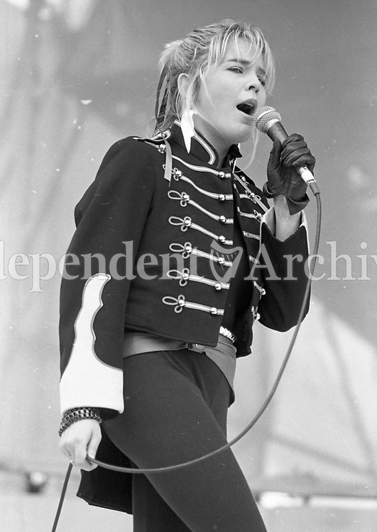 Leslie Dowdall of In Tua Nua at the Self-Aid benefit concert, 17/05/1986 (Part of the Independent Newspapers Ireland/NLI Collection)