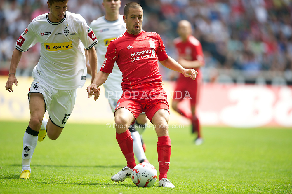 MONCHENGLADBACH, GERMANY - Sunday, August 1, 2010: Liverpool's Joe Cole in action against Borussia Monchengladbach during a preseason friendly match at Borussia-Park. (Pic by David Rawcliffe/Propaganda)