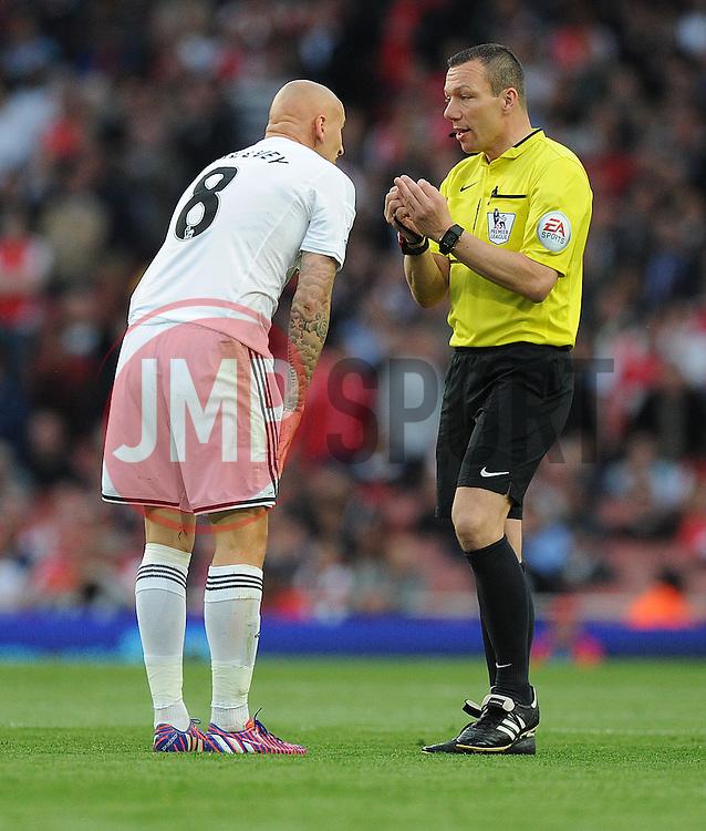 Referee Kevin Friend warns Swansea City's Jonjo Shelvey - Photo mandatory by-line: Alex James/JMP - Mobile: 07966 386802 - 11/05/2015 - SPORT - Football - London - Emirates Stadium - Arsenal v Swansea City - Barclays Premier League