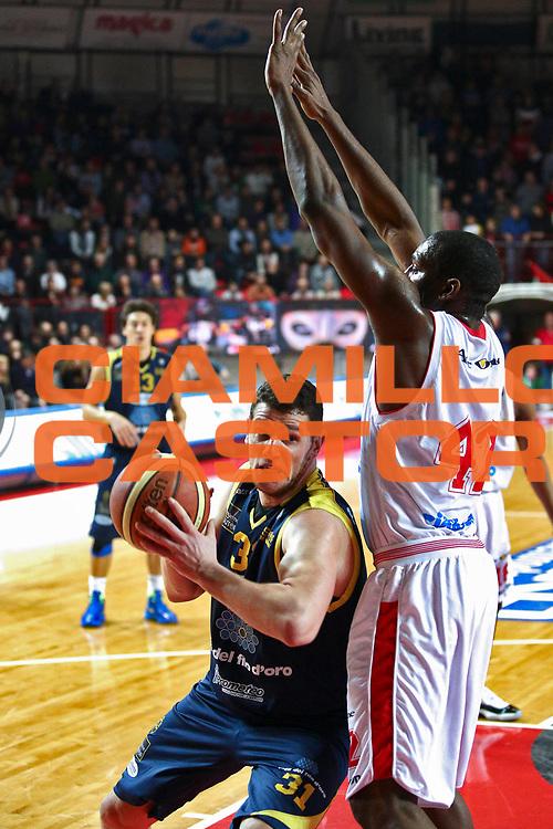 DESCRIZIONE : Varese Lega A 2012-13 Cimberio Varese Sutor Montegranaro<br /> GIOCATORE : Amoroso Valerio<br /> CATEGORIA : equilibrio difesa<br /> SQUADRA : Sutor Montegranaro<br /> EVENTO : Campionato Lega A 2012-2013 <br /> GARA : Cimberio Varese Sutor Montegranaro<br /> DATA : 09/12/2012<br /> SPORT : Pallacanestro <br /> AUTORE : Agenzia Ciamillo-Castoria/I.Mancini<br /> Galleria : Lega Basket A 2012-2013  <br /> Fotonotizia : Varese Lega A 2012-13 Cimberio Varese Sutor Montegranaro<br /> Predefinita :