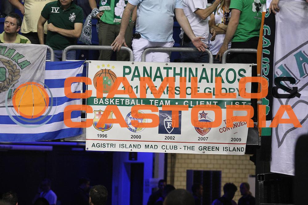 DESCRIZIONE : Berlino Eurolega 2008-09 Final Four Finale Panathinaikos Atene CSKA Mosca <br /> GIOCATORE : Tifosi Supporters Panathinaikos Atene <br /> SQUADRA : Panathinaikos Atene <br /> EVENTO : Eurolega 2008-2009 <br /> GARA : Panathinaikos Atene CSKA Mosca <br /> DATA : 03/05/2009 <br /> CATEGORIA : Curiosita <br /> SPORT : Pallacanestro <br /> AUTORE : Agenzia Ciamillo-Castoria/G.Ciamillo