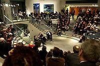 24 FEB 2005, BERLIN/GERMANY:<br /> Veranstaltung &quot;Es gilt das gesprochene Wort&quot; in der  Skylobby mit Durs Gruenbein, Autor, Christina Weiss, SPD, Staatsministerin fuer Kultur im Bundeskanzleramt, Marcel Reich-Ranicki, Literaturkritiker, Gerhard Schroeder, SPD, Bundeskanzler, Bundeskanzleramt<br /> IMAGE:20050224-02-019<br /> KEYWORDS: Lesung, Diskussion, Durs Gr&uuml;nbein, Gerhard Schr&ouml;der, &Uuml;bersicht, Uebersicht
