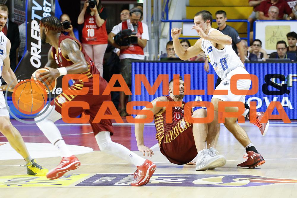 Esteban Batista, Aaron Craft<br /> Umana Reyer Venezia - Dolomiti Energia Aquila Basket Trento<br /> Lega Basket Serie A 2016/17 Finali Gara 01<br /> Venezia, 10/06/2017<br /> Foto Ciamillo-Castoria / M. Brondi
