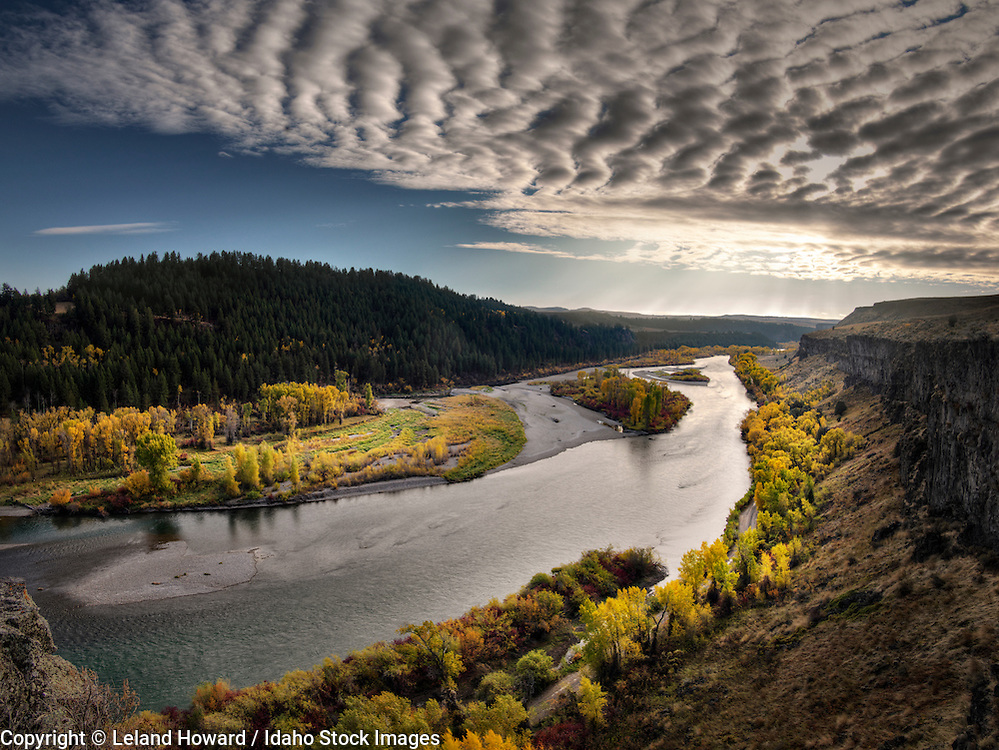 Idaho, east, Light Rays and clouds over the south fork of the Snake River in autumn