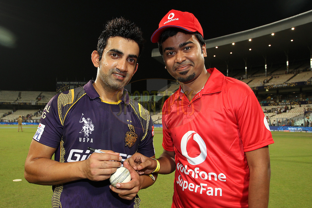 Kolkata Knight Riders captain Gautam Gambhir and the Vodafone Superfan during match 42 of the Pepsi IPL 2015 (Indian Premier League) between The Kolkata Knight Riders and The Delhi Daredevils held at Eden Gardens Stadium in Kolkata, India on the 7th May 2015.<br /> <br /> Photo by:  Shaun Roy / SPORTZPICS / IPL