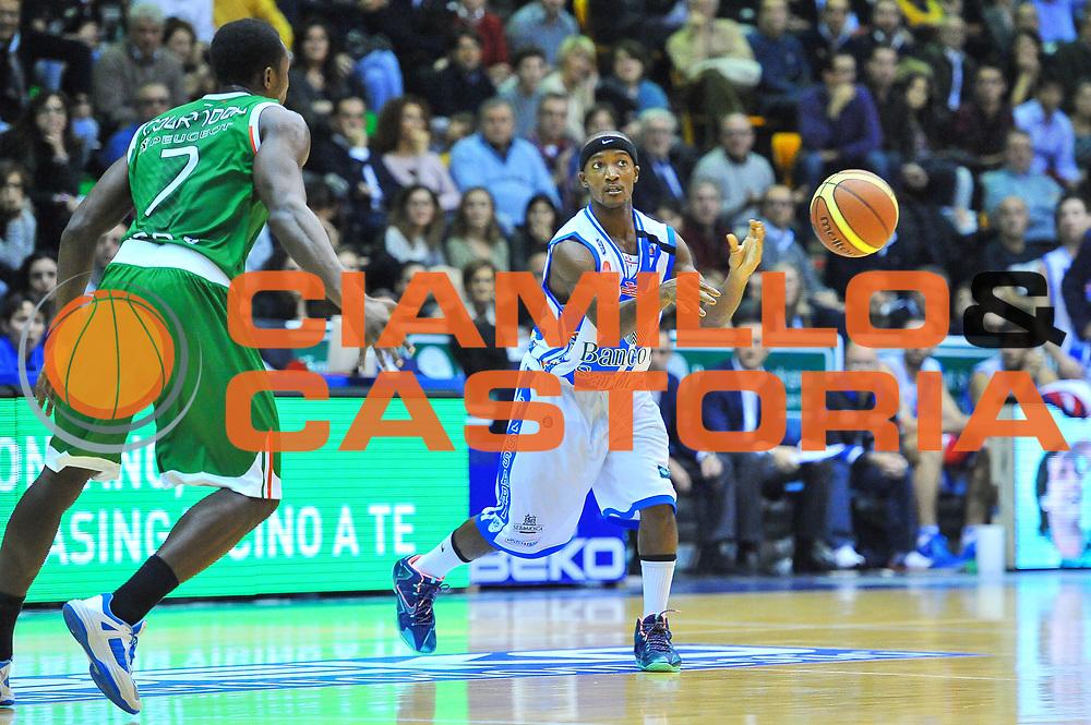 DESCRIZIONE : Campionato 2013/14 Dinamo Banco di Sardegna Sassari - Montepaschi Siena<br /> GIOCATORE : Maruqes Green<br /> CATEGORIA : Palleggio<br /> SQUADRA : Dinamo Banco di Sardegna Sassari<br /> EVENTO : LegaBasket Serie A Beko 2013/2014<br /> GARA : Dinamo Banco di Sardegna Sassari - Montepaschi Siena<br /> DATA : 22/12/2013<br /> SPORT : Pallacanestro <br /> AUTORE : Agenzia Ciamillo-Castoria / Luigi Canu<br /> Galleria : LegaBasket Serie A Beko 2013/2014<br /> Fotonotizia : Campionato 2013/14 Dinamo Banco di Sardegna Sassari - Montepaschi Siena<br /> Predefinita :