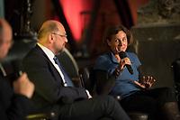DEU, Deutschland, Germany, Berlin, 04.09.2017: SPD-Kanzlerkandidat Martin Schulz und die Schriftstellerin Juli Zeh beim Kulturempfang des Kulturforums der Sozialdemokratie im Lapidarium.