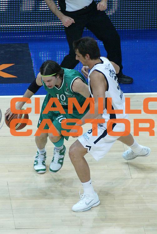 DESCRIZIONE : Bologna Lega A1 2005-06 Climamio Fortitudo Bologna Montepaschi Siena<br />GIOCATORE :Pecile<br />SQUADRA : Montepaschi Siena<br />EVENTO : Campionato Lega A1 2005-2006 <br />GARA :Climamio Fortitudo Bologna Montepaschi Siena<br />DATA : 07/05/2006 <br />CATEGORIA : Palleggio<br />SPORT : Pallacanestro <br />AUTORE : Agenzia Ciamillo-Castoria/L.Villani