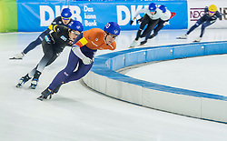10-12-2016 NED: ISU World Cup Speed Skating, Heerenveen<br /> Massasprint mannen met oa. Evert  Hoolwerf #10, die derde werd op de massasprint