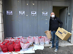Rome, coronavirus emergency, the Voluntary Associations, organize the distribution of food to the families who live in the occupations that at the moment are experiencing a tremendous economic situation due to the restrictions issued by the Government to stem the spread of the virus.