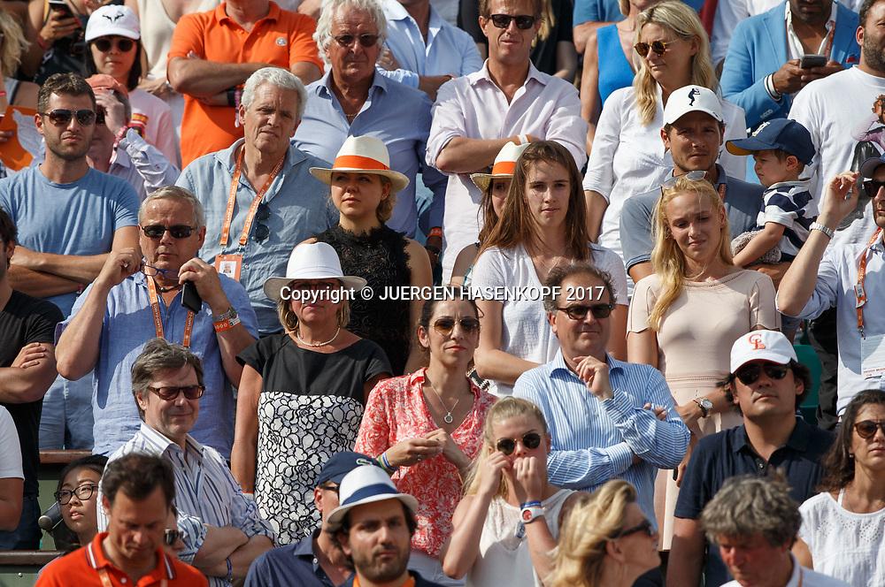French Open 2017 Feature, STAN WAWRINKA Team auf der Tribuene waehrend der Siegerehrung, R-L. Freundin Donna Vekic, Schwester,Mutter,Vater, Eltern , Familie,<br /> <br /> Tennis - French Open 2017 - Grand Slam / ATP / WTA / ITF -  Roland Garros - Paris -  - France  - 11 June 2017.