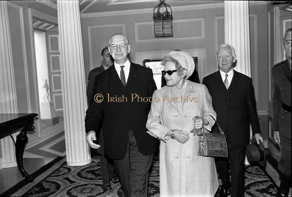 16/09/1968<br /> 09/16/1968<br /> 16 September 1968<br /> Arrival of Dr Heinrich Lübke, President of Federal Germany (West Germany), and his wife at Aras an Uachtarain, Phoenix Park, Dublin. Picture shows (l-r) President Eamon De Valera; Mrs Wilhelmine Lübke and President Heinrich Lübke.