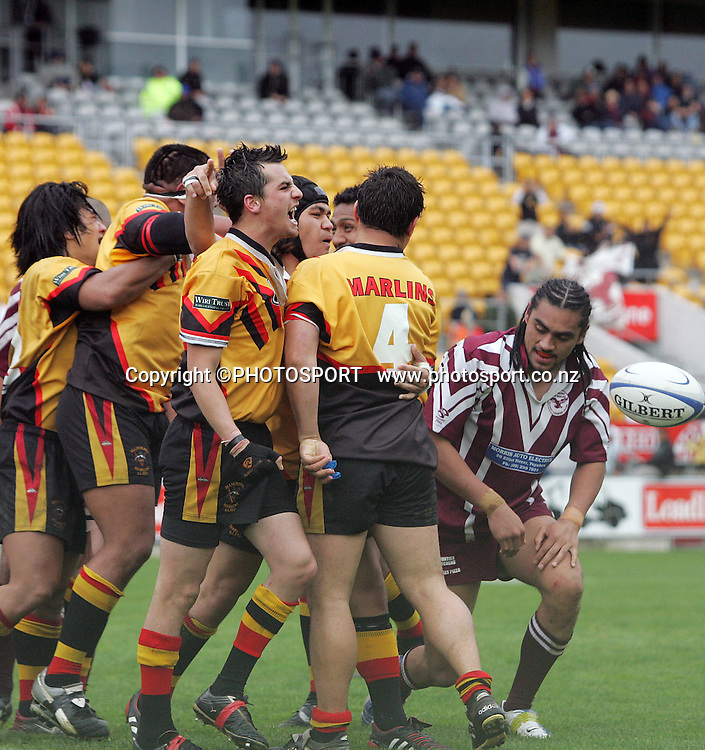 Manurewa celebrate during the Fox Memorial Final between Papakura and Manurewa at Ericsson Stadium, Auckland, New Zealand on Sunday September 18, 2005. Manurewa won the match 34 - 24. Photo: PHOTOSPORT