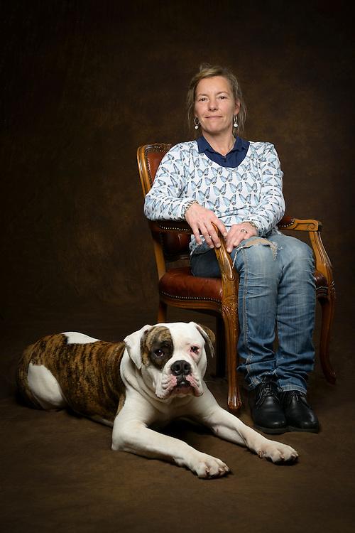 De eerste en enige in Zuid Korea gekloonde hond in Nederland door het BNN programma Klonen Wens of Waanzin in de foto studio. Unieke fine art van huisdier en hond Pipo de kloon. Zie ook blog.martstevens.com/pipo_de_kloon