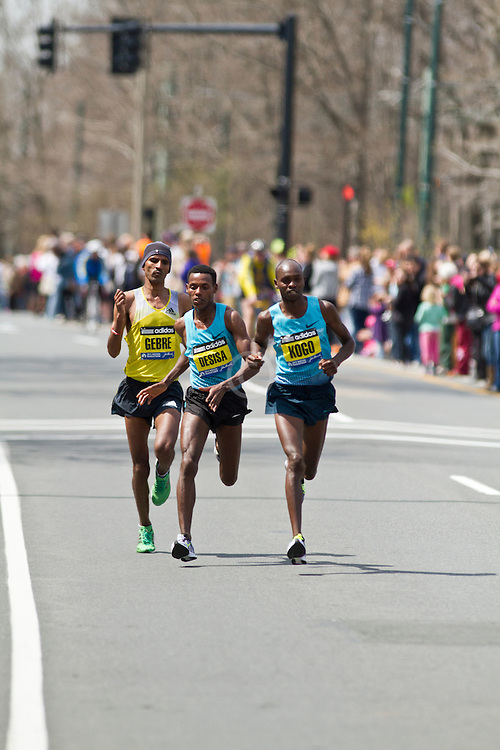 2013 Boston Marathon: Lilesa Desisa makes move in lead pack of three with less than three miles to go