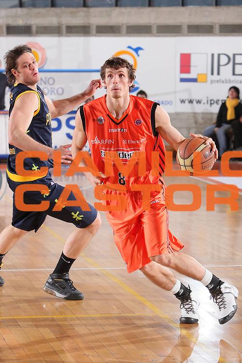 DESCRIZIONE : Udine Lega A1 2008-09 Snaidero Udine Premiata Montegranaro <br /> GIOCATORE : benjamin ortner <br /> SQUADRA : Snaidero Udine <br /> EVENTO : Campionato Lega A1 2008-2009 <br /> GARA : Snaidero Udine Premiata Montegranaro <br /> DATA : 01/02/2009 <br /> CATEGORIA : palleggio <br /> SPORT : Pallacanestro <br /> AUTORE : Agenzia Ciamillo-Castoria/S.Silvestri <br /> Galleria : Lega Basket A1 2008-2009 <br /> Fotonotizia : Udine Campionato Italiano Lega A1 2008-2009 Snaidero Udine Premiata Montegranaro <br /> Predefinita :