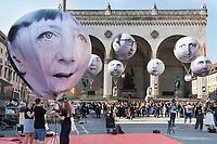 """05 JUN 2015, MUNICH/GERMANY:<br /> Die entwicklungspolitischen Lobby- und Kampagnenorganisation ONE fordert im Rahmen einer Aktion mit Riesenballons auf denen die Gesicher der G7 Regierungschefs abgebildet sind (vorne Angela Merkel) """"mehr als heisse Luft"""" beim Kampf gegen extreme Armut auf dem G7 Gipfel, Odeonsplatz<br /> IMAGE: 20150605-01-114<br /> KEYWORDS: München, ONE.org, Kampagne, Politiker, Gesichter,"""