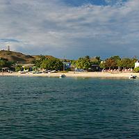 Parque Nacional Archipielago Los Roques, es un hermoso archipiélago de pequeñas islas coralinas que se encuentra ubicado en el Mar Caribe y ocupa 221.120 hectáreas. El Gran Roque, isla mas grande del archipielago, y lugar donde se ubican la mayoria de las posadas y el aeropuerto.