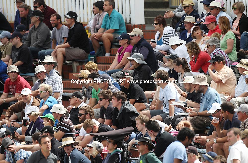 Cricket fans on Day 1 of the 2nd test match.  New Zealand Black Caps v Pakistan, Test Match Cricket. Basin Reserve, Wellington, New Zealand. Saturday 15 January 2011. Photo: Andrew Cornaga/photosport.co.nz
