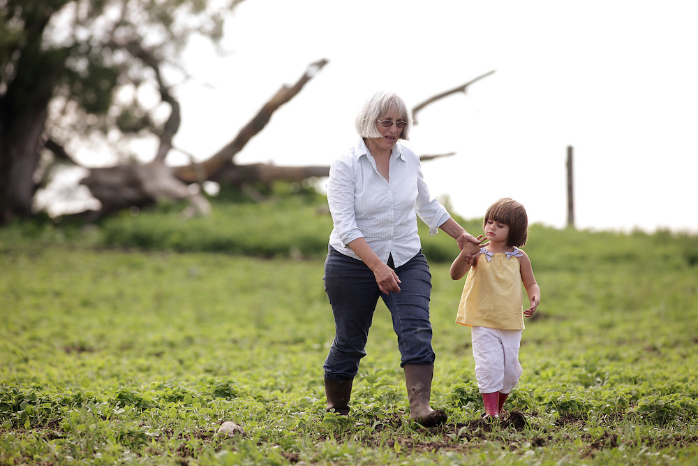 Kincardine, Ontario ---10-06-22--- Organic farmer Maria Hodgins and her grandaughter Aurelie Brockhorst, 4, walk through Maria's field of organic soya beans at her farm near Kincardine, Ontario, June 22, 2010.<br /> GEOFF ROBINS The Globe and Mail