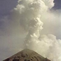 Amecameca, Méx.- Aspecto del volcan popocatepetl que durante la madrugada de hoy presentó varias erupciones arrojando piedras incandesentes y lava. Agencia MVT / Mario Vázquez de la Torre.