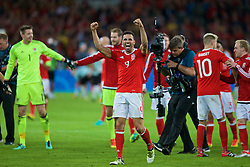 LILLE, FRANCE - Friday, July 1, 2016: Wales' Hal Robson-Kanu celebrates the 3-1 victory over Belgium after the UEFA Euro 2016 Championship Quarter-Final match at the Stade Pierre Mauroy. (Pic by Paul Greenwood/Propaganda)