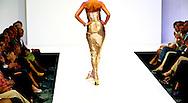 AMSTERDAM - Modellen showen ontwerpen uit de voorjaar/zomercollectie 2013 tijdens de Haute Couture show van modeontwerper Paul Schulten.