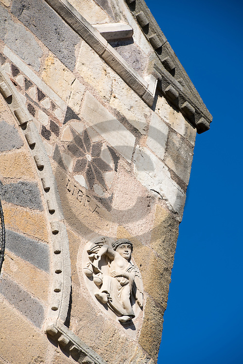 1/11/16 - ISSOIRE - PUY DE DOME - FRANCE - Signes zodiacales sur la Basilique SAINT AUSTREMOINE - Photo Jerome CHABANNE
