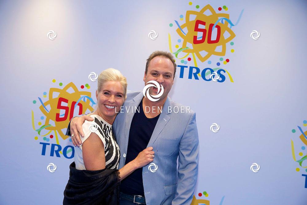 AMSTERDAM - 50 Jaar Tros is gevierd in theater Carré met heel veel bekende Nederlanders uit de Tros wereld. Met hier op de foto  Frans en Mariska Bauer. FOTO LEVIN DEN BOER - PERSFOTO.NU
