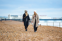 © Licensed to London News Pictures. 16/11/2019. Brighton, UK. Members of the public brave the cold and occasional wet weather to take to the beach in Brighton and Hove. Photo credit: Hugo Michiels/LNP