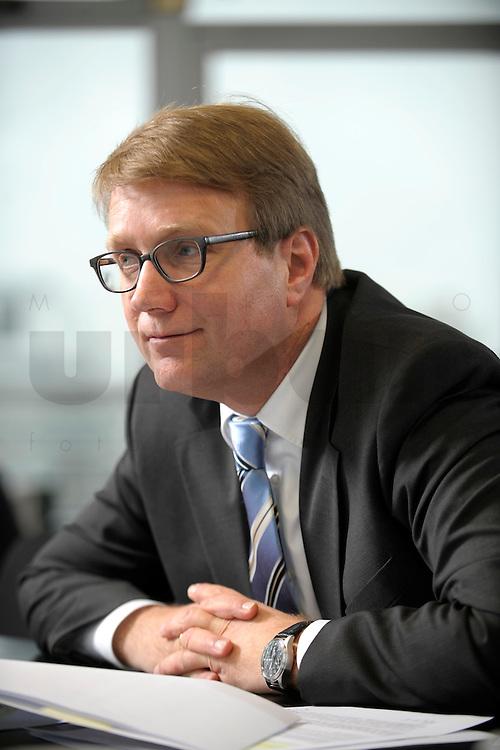 03 JAN 2008, BERLIN/GERMANY:<br /> Ronald Pofalla, CDU Generalsekretaer, waehrend einem Interview, in seinem Buero, Konrad-Adenauer-Haus<br /> IMAGE: 20080103-01-018
