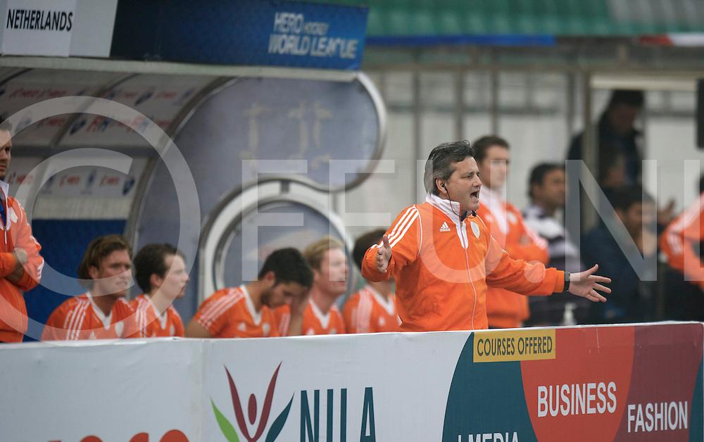 NEW DELHI - Hock World League  Final Men<br /> 14 GER v NED (QF2) 1-2<br /> Foto: coach Paul van Ass.<br /> FFU PRESS AGENCY COPYRIGHT FRANK UIJLENBROEK