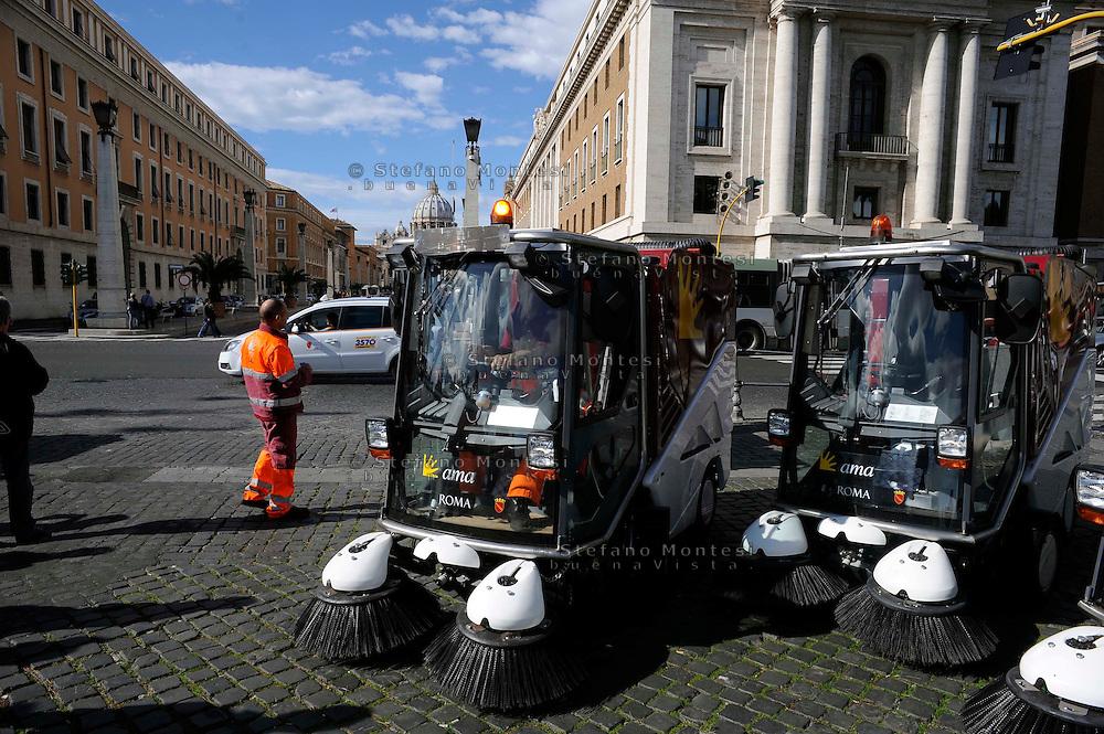 Roma 24 Ottobre 2009.<br /> Presentati i nuovi mezzi dell'Ama,700 nuove spazzatrici, compattatori e furgoni.<br /> Rome 24 October 2009.<br /> Presented the new means Ama, 700 new sweepers, compactors and vans.