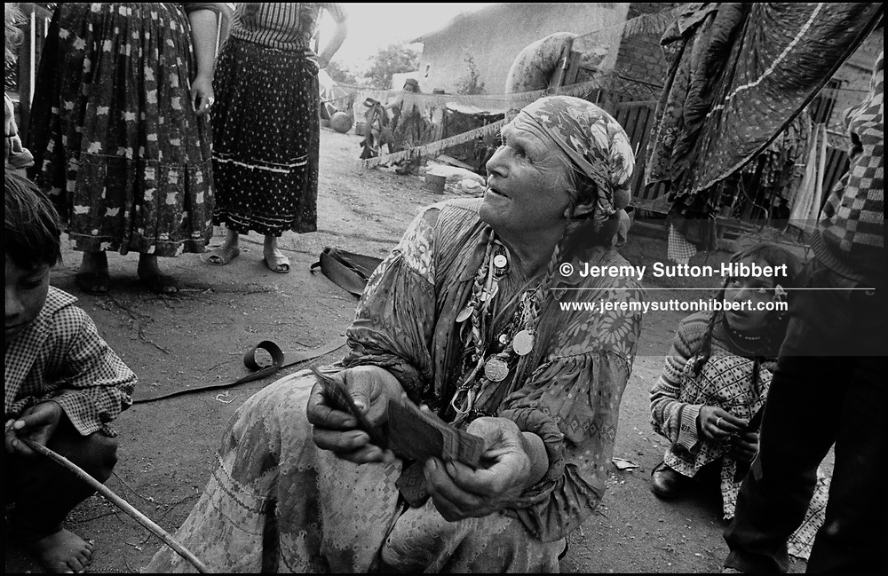 "TALIA MIHA, MOTHER OF ""BULIBAS"" ION, READING MY TAROT CARDS. SINTESTI, ROMANIA, 1991..©JEREMY SUTTON-HIBBERT 2000..TEL./FAX.  +44-141-649-2912..EMAIL J.S.HIBBERT@BTINTERNET.COM."