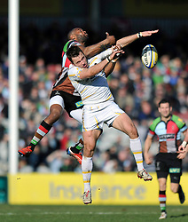 Ugo Monye (Harlequins) and Alex Grove (Worcester) compete for the ball in the air - Photo mandatory by-line: Patrick Khachfe/JMP - Tel: Mobile: 07966 386802 01/03/2014 - SPORT - RUGBY UNION - The Twickenham Stoop, London - Harlequins v Worcester Warriors - Aviva Premiership.