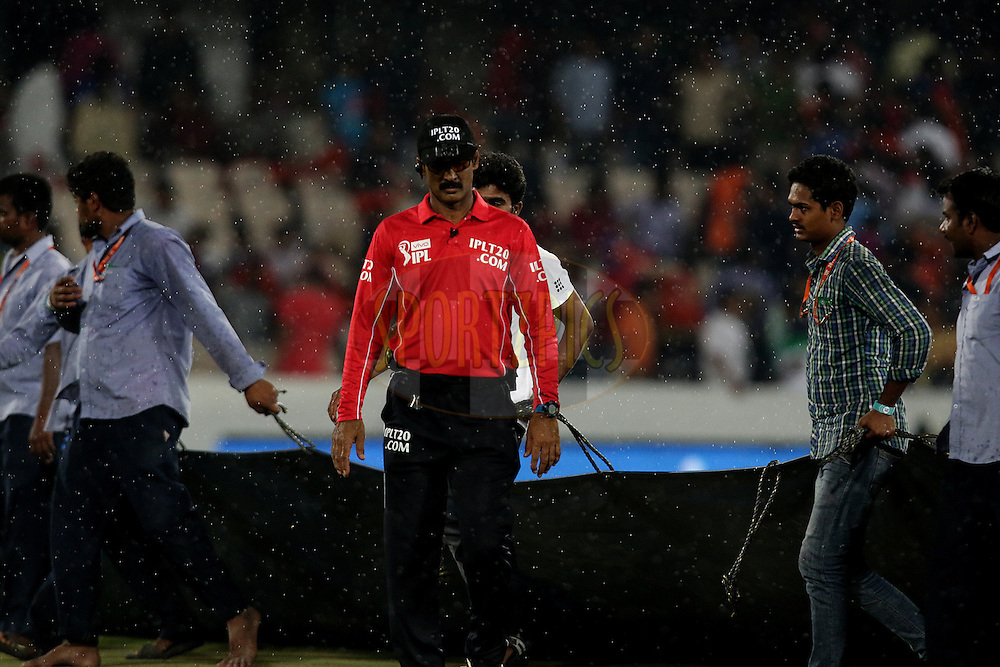 Rain Stops the match during match 22 of the Vivo IPL 2016 (Indian Premier League ) between the Sunrisers Hyderabad and the Rising Pune Supergiants held at the Rajiv Gandhi Intl. Cricket Stadium, Hyderabad on the 26th April 2016<br /> <br /> Photo by Rahul Gulati / IPL/ SPORTZPICS