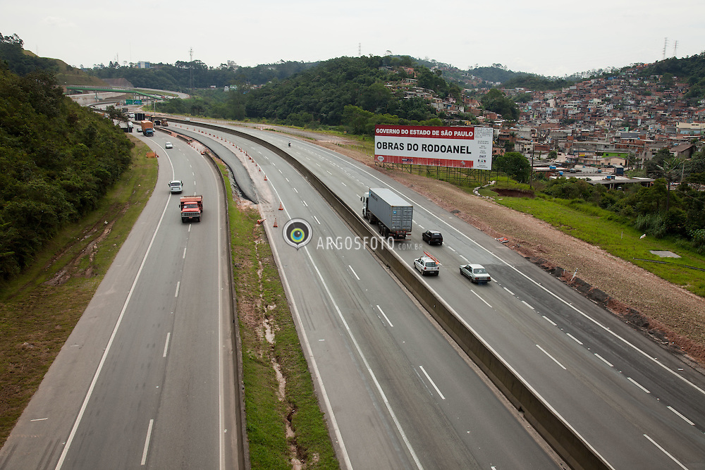 Obras de finalizacao do trecho sul do Rodoanel Mario Covas/ Rodoanel Mario Covas is the planned (and partially built) Greater Sao Paulo Beltway, around the largest megalopolis  of Brazil.