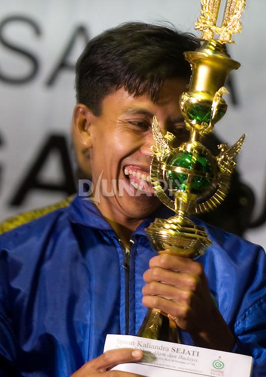 The ecstatic grand-prize winner of Dayurejo's tumpek (food platter) contest.