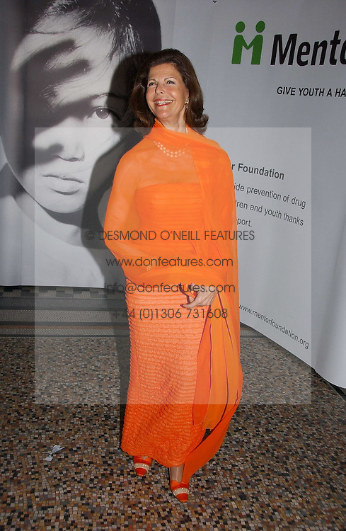 HM QUEEN SILVIA OF SWEDEN at a gala dinner in the presence of HM Quenn Silvia of Sweden and HM Queen Noor of Jordan in aid of the charity Mentor held at the Natural History Museum, Cromwell Road, London on 23rd May 2006.<br />