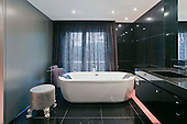 Classic Bathroom 676