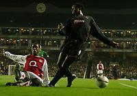 Fotball<br /> Carling Cup<br /> Arsenal v Wolverhampton 5-1<br /> 02.12.2003<br /> Nathan Blake - Wolves<br /> Justin Hoyte - Arsenal<br /> Foto: Anders Hoven, Digitalsport