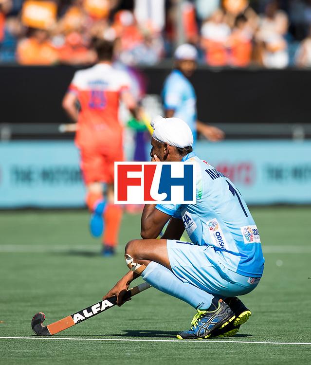 BREDA - JMandeep Singh (Ind.) denkt die hij verloren heeft,  tijdens Nederland- India (1-1) bij  de Hockey Champions Trophy. India plaatst zich voor de finale.  COPYRIGHT KOEN SUYK