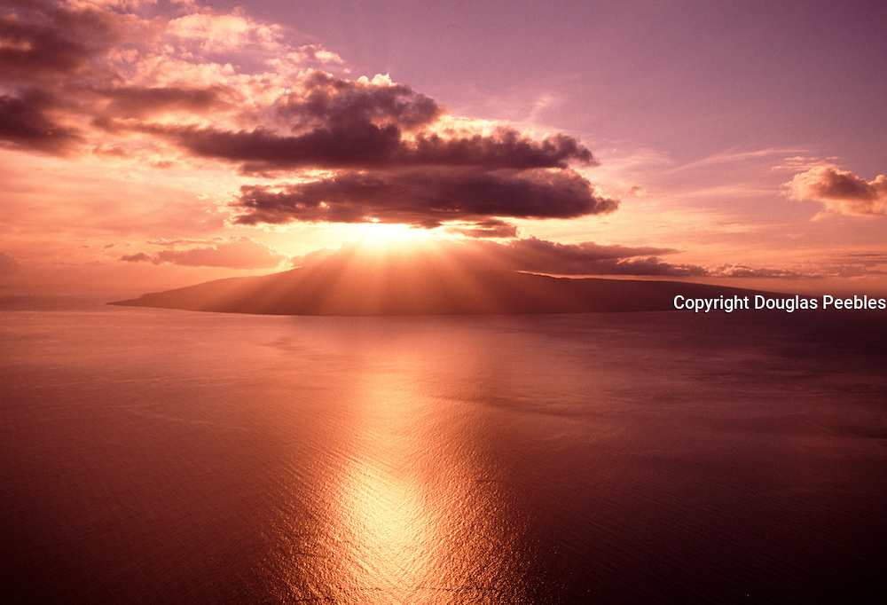 Sunset behind the Island of Lanai, Hawaii<br />