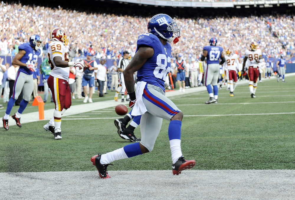 EAST RUTHERFORD, NJ - SEPTEMBER 13: Mario Manningham #82 of the New York Giants scores a touchdown against the Washington Redskins during their game on September 13, 2009 at Giants Stadium in East Rutherford, New Jersey. (Photo by Rob Tringali) *** Local Caption *** Mario Manningham