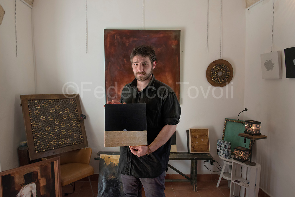 Angelo Lamacchia, young oainter that work in the Sasso Caveoso