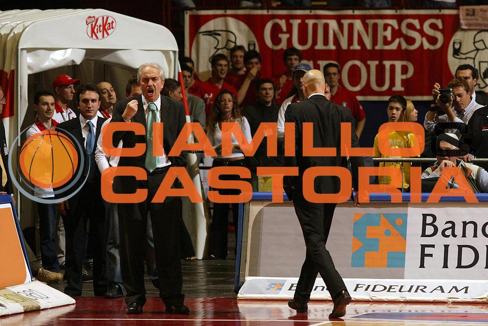 DESCRIZIONE : Pictures of the Week 31 Giornata Lega A1 2005-06 <br /> GIOCATORE : Natali Djordjevic <br /> SQUADRA : Armani Jeans Olimpia Milano <br /> EVENTO : Campionato Lega A1 2005-2006 <br /> GARA : Armani Jeans Olimpia Milano Bipop Carire Reggio Emilia <br /> DATA : 04/05/2006 <br /> CATEGORIA : Delusione <br /> SPORT : Pallacanestro <br /> AUTORE : Agenzia Ciamillo-Castoria/E.Pozzo <br /> Galleria : Pictures of the Week 2005-2006 <br /> Fotonotizia : Pictures of the Week 31 Giornata Campionato Italiano Lega A1 2005-2006 <br /> Predefinita :