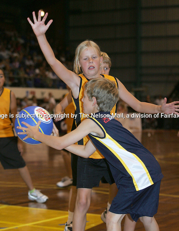 Nelson Central School basketball team during the basketball game at the Trafalgar Centre won by Auckland over the Nelson Giants 88-74. 01/04/200596176Martin de RuyterNelsonThis image is subject to copyright by The Nelson Mail, a division of Fairfax New Zealand Ltd.