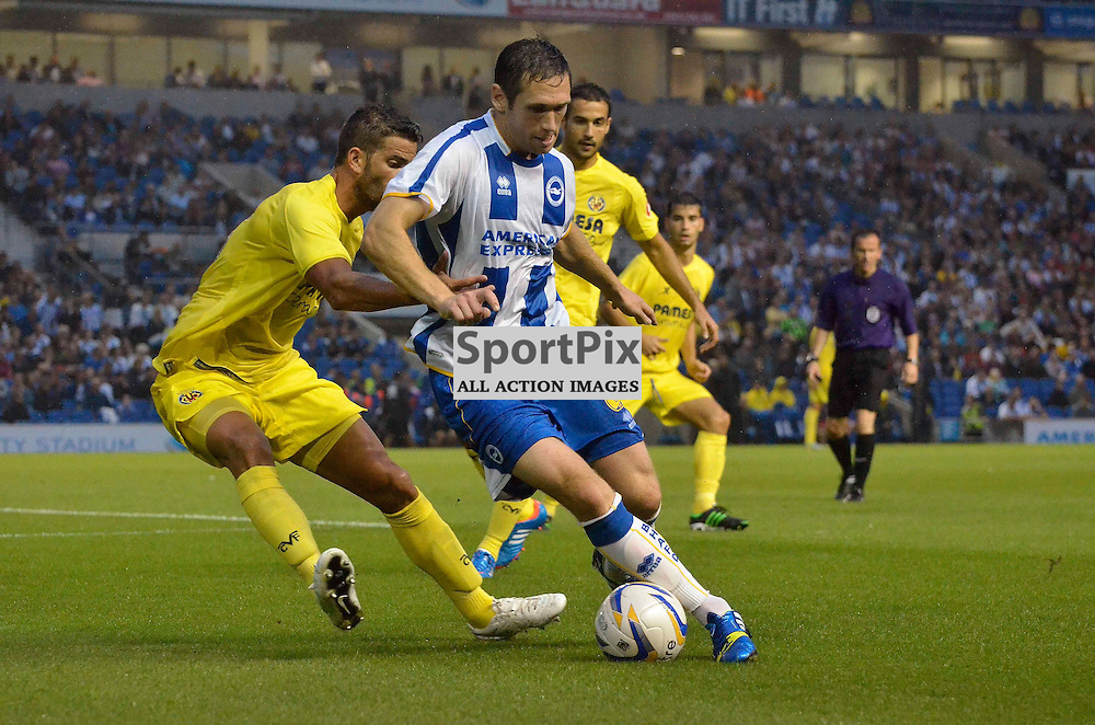 Andrew Crofts holding up the ball. (c) Michael Hulf | SportPix.org.uk