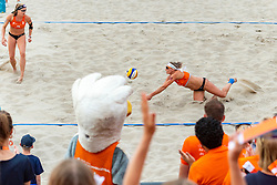 20-07-2018 NED: CEV DELA Beach Volleyball European Championship day 6<br /> (L-R) Madelein Meppelink NED #2, Sanne Keizer NED #1 winnen van het Spaanse duo en staat morgen (zaterdag) in de halve finale.